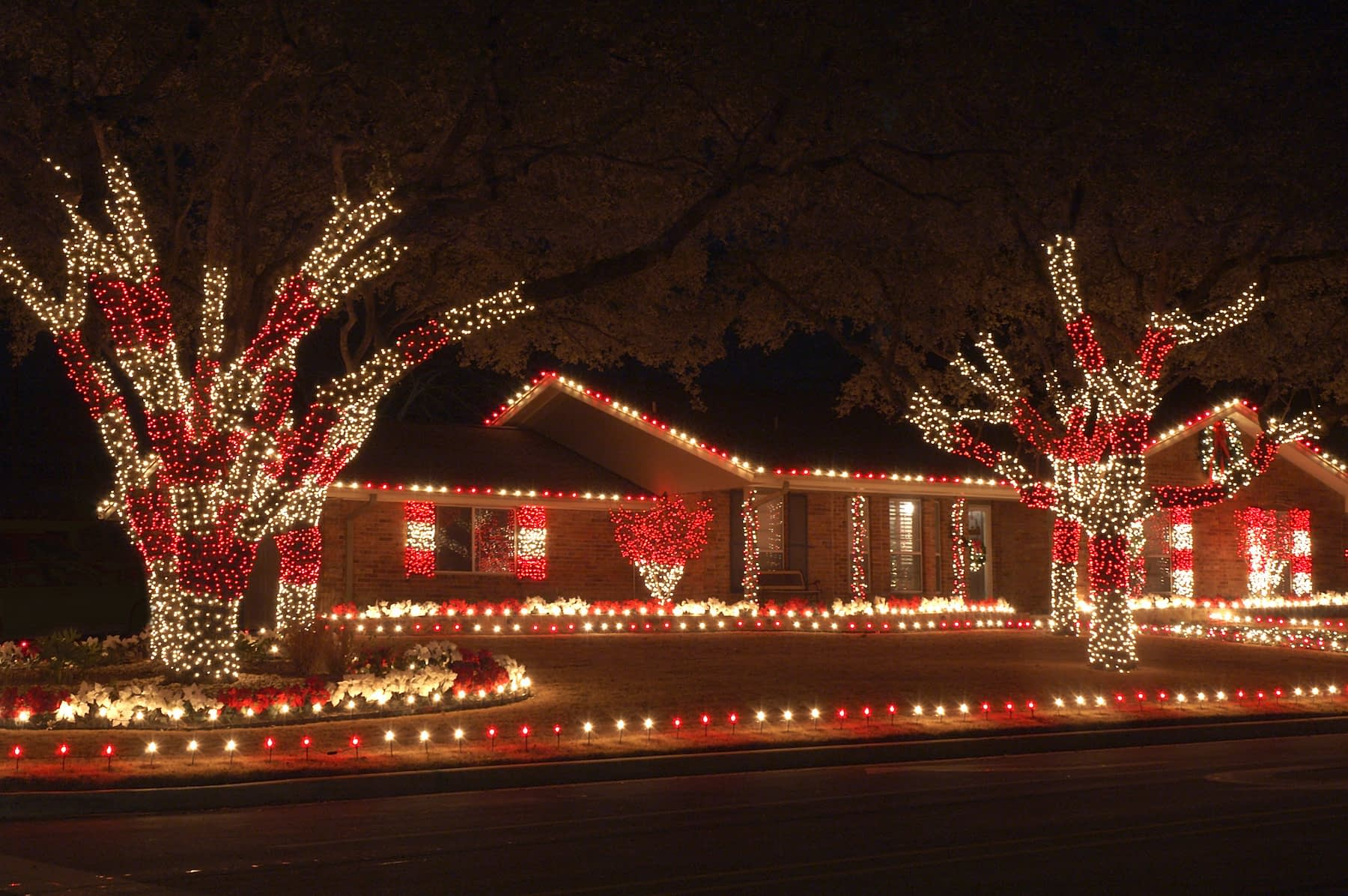 Residential Installation Christmas Lighting